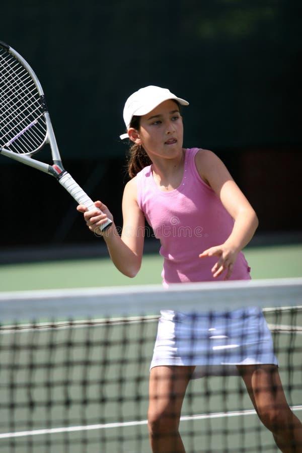 打网球的女孩 免版税图库摄影