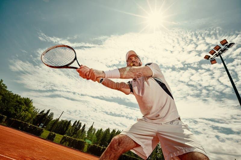 打网球的网球员 免版税图库摄影