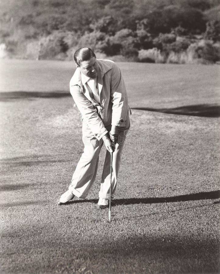 打高尔夫球的人在乡村俱乐部 库存照片