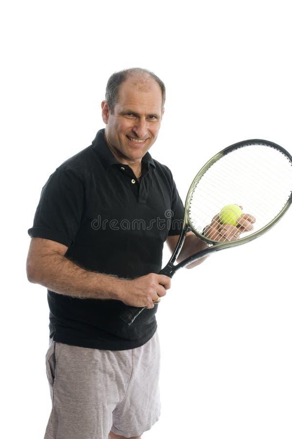 打高级网球的有效的啤酒肚人 免版税图库摄影