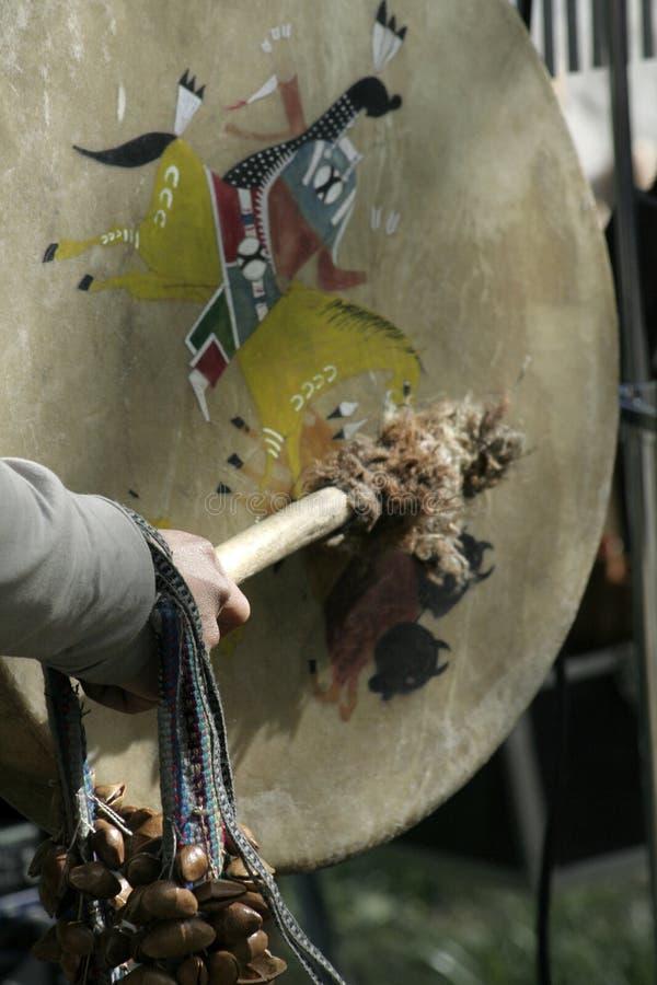 打鼓部族印第安的红色 图库摄影