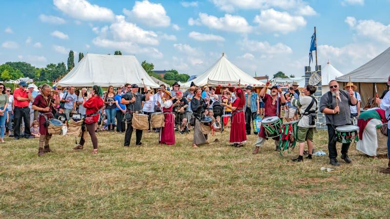 打鼓马戏团, Tewkesbury中世纪节日,英国的五芒星形 免版税图库摄影