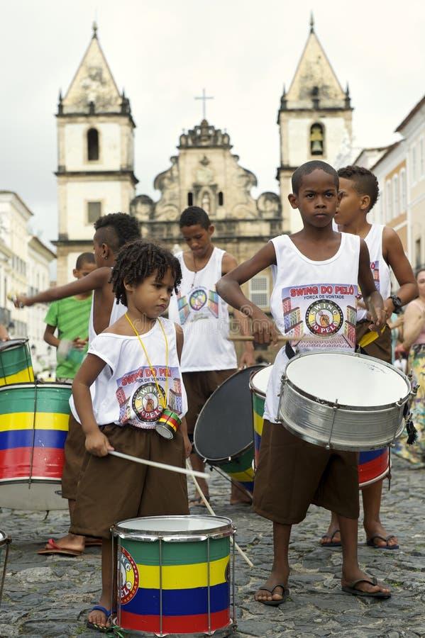 打鼓Pelourinho萨尔瓦多的巴西孩子 库存照片