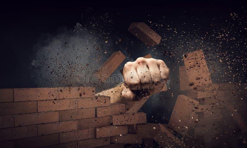 打破墙壁的手 混合画法 图库摄影