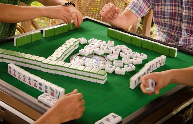 打mahjong 免版税图库摄影