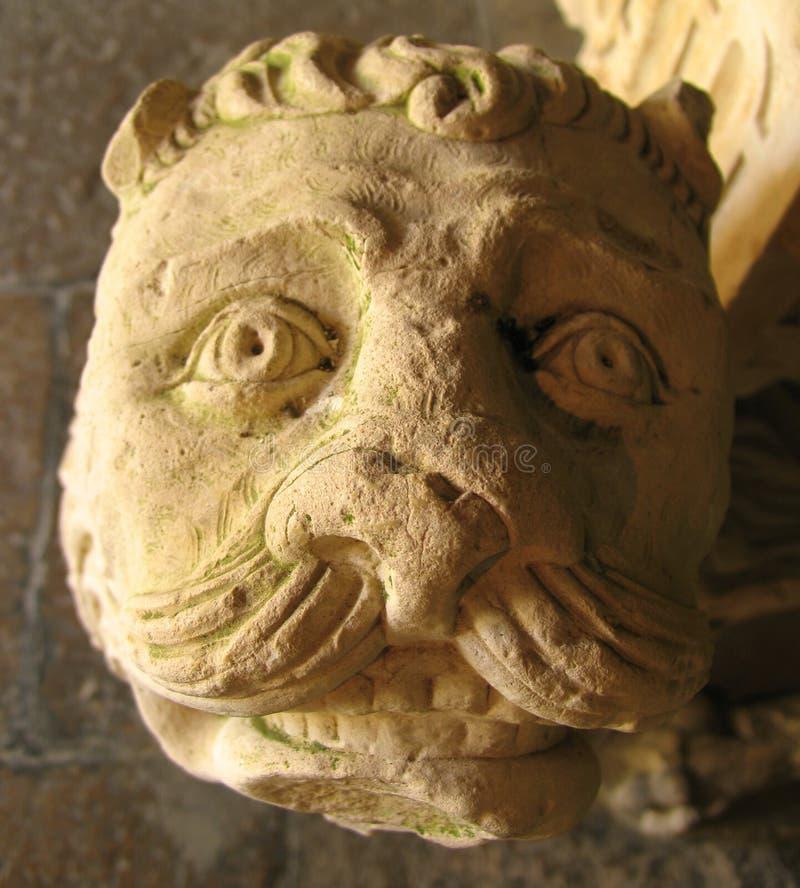 Download 扔石头 库存照片. 图片 包括有 雕象, 石头, 宗教信仰, 有历史, 表面, 布琼布拉, 葡萄牙, 教会 - 187260