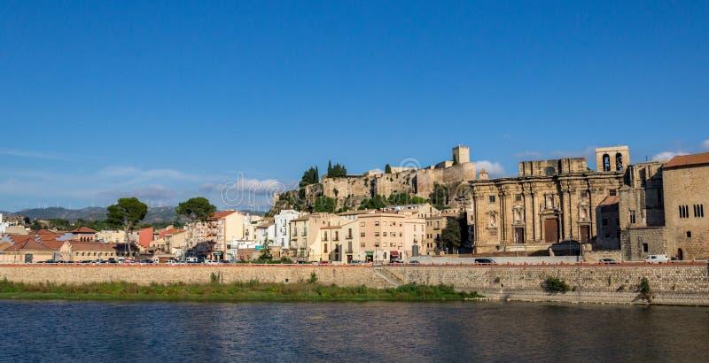 托尔托萨角,卡塔龙尼亚,西班牙-托尔托萨角` s城堡风景  免版税库存照片