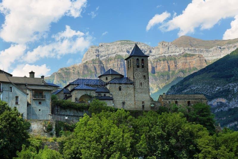 托尔拉Ordesa,有在底层山的教会,西班牙 库存图片