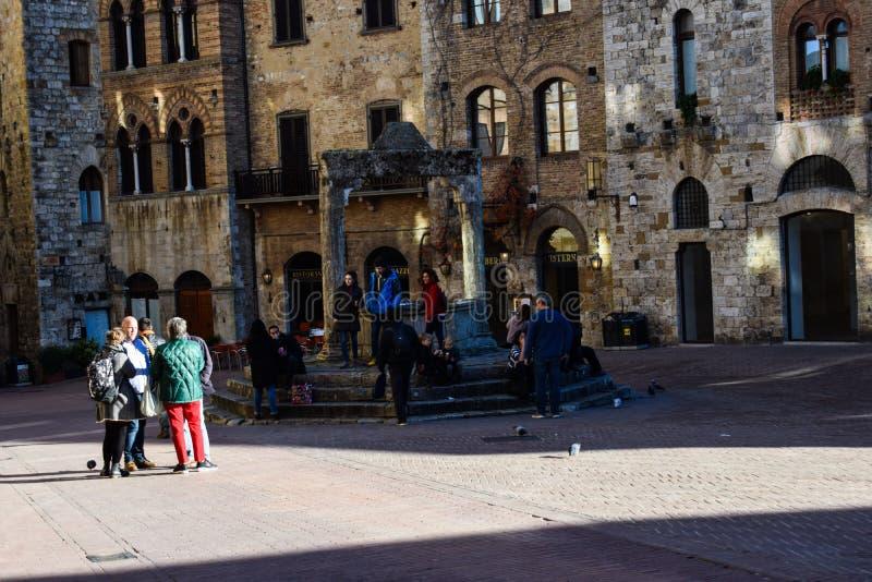 托斯卡纳、意大利和人正方形  免版税库存照片