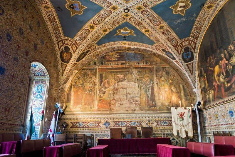 托斯卡纳沃尔泰拉市市政厅宏伟建筑 免版税库存照片