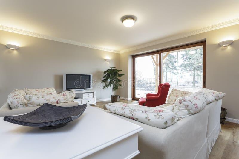 托斯卡纳-明亮的客厅 免版税库存照片