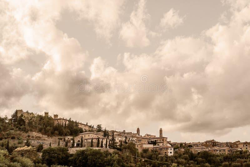 托斯卡纳-蒙达奇诺小山顶镇  免版税库存图片