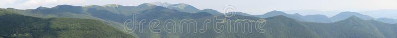 托斯坎emilian亚平宁山脉的宽广的全景从圣佩莱格里诺古老村庄的在Alpe,托斯卡纳,意大利 库存图片