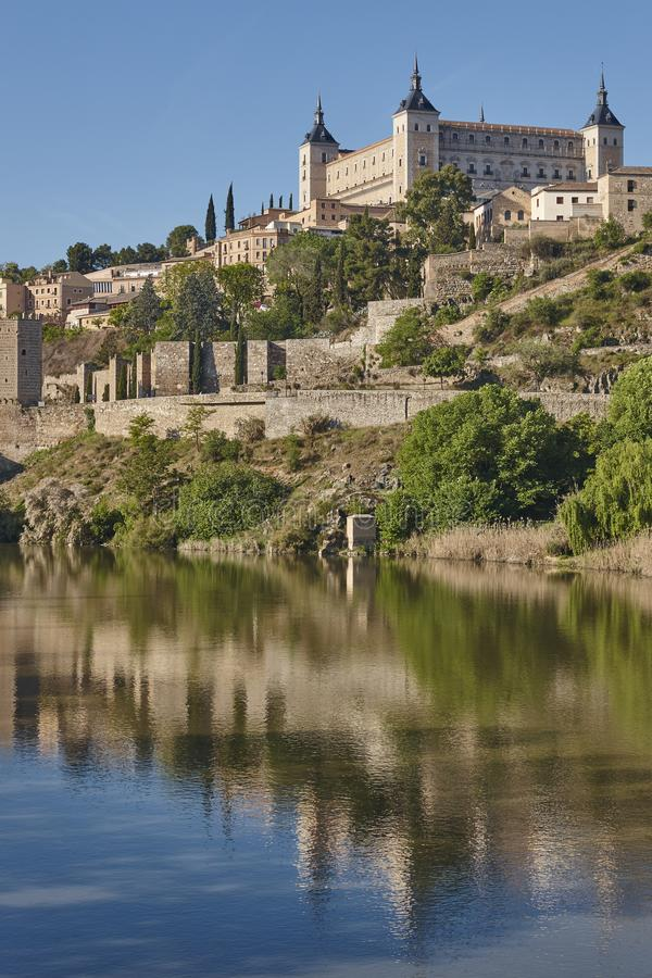 托莱多市和tajo河 西班牙中世纪历史的地方 库存图片