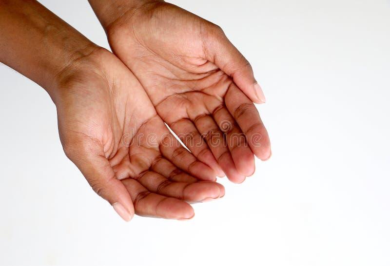 托起非洲黑人的手乞求,开放和 免版税库存图片