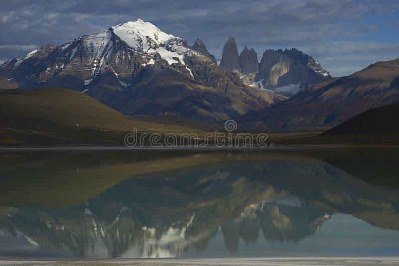 托里斯del潘恩国家公园山在南智利 库存照片