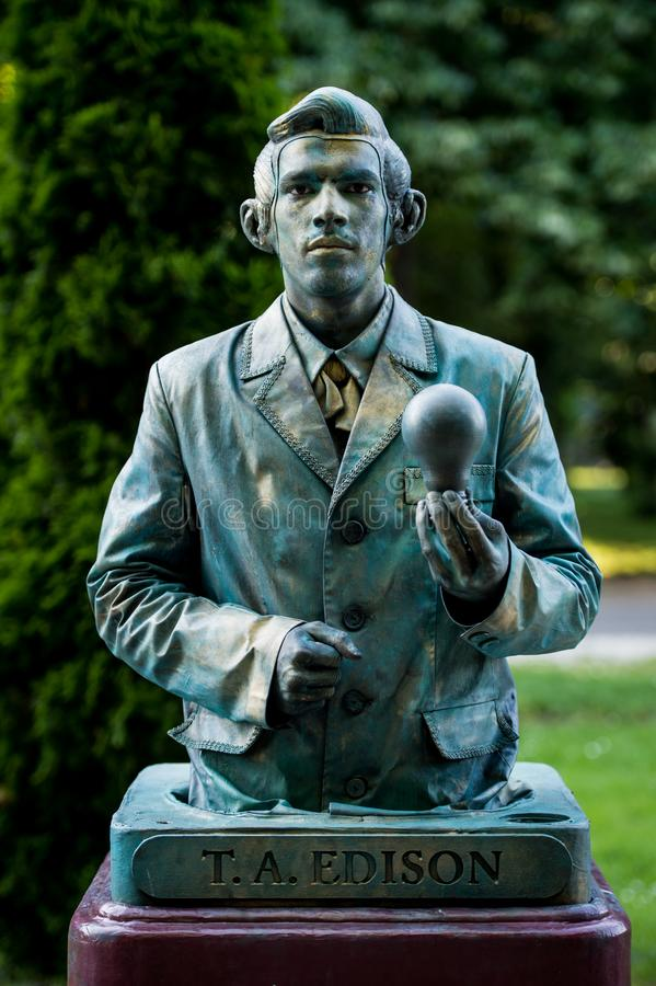 托马斯Alva爱迪生 执行在生存雕象国际节日,布加勒斯特,罗马尼亚, 2017年6月期间的奥地利艺术家 库存图片