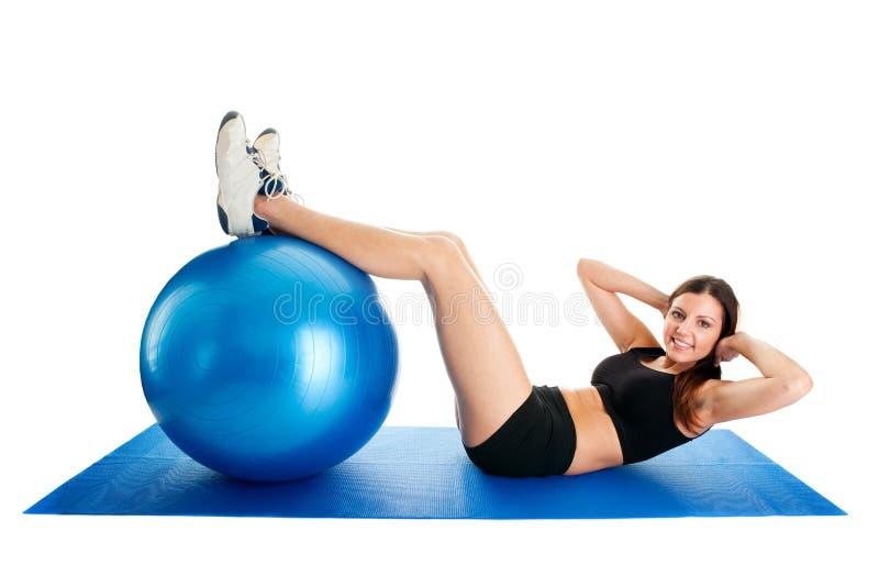 执行健身体操席子妇女的咬嚼 免版税库存图片