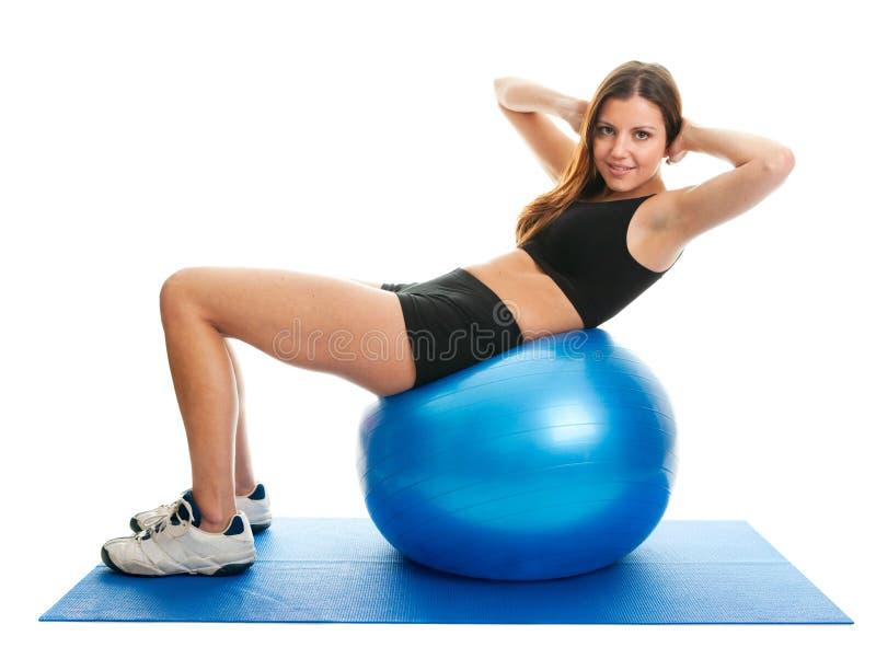 执行健身体操席子妇女的咬嚼 免版税库存照片