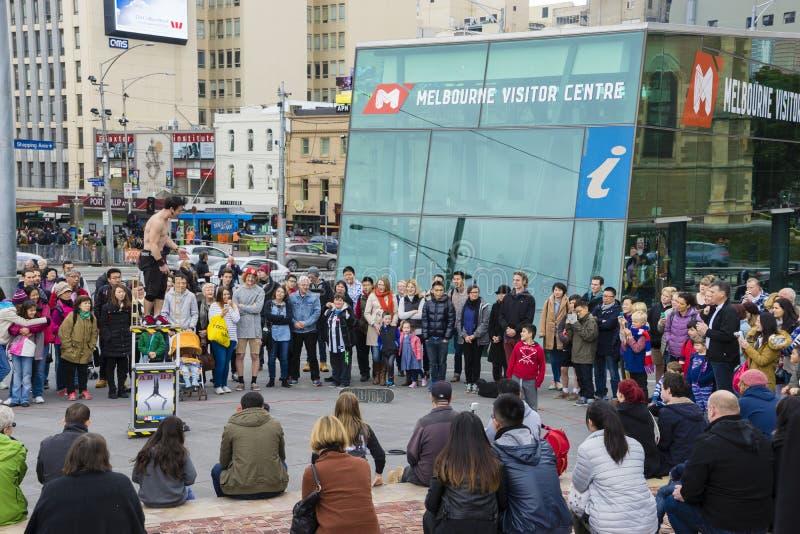 执行在联盟正方形的街道执行者在墨尔本 库存图片