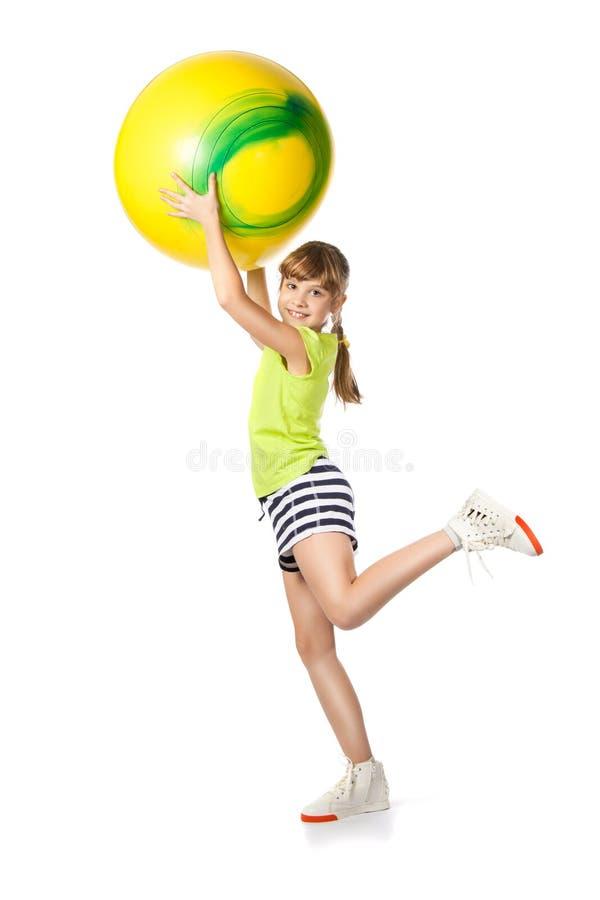执行女孩体操年轻人的球 免版税图库摄影