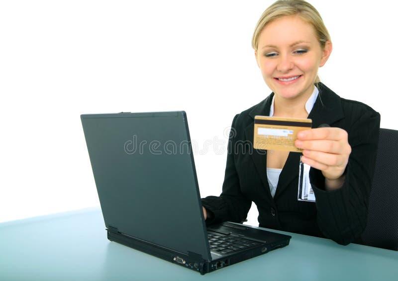 执行女性在线购物年轻人的女实业家 库存图片
