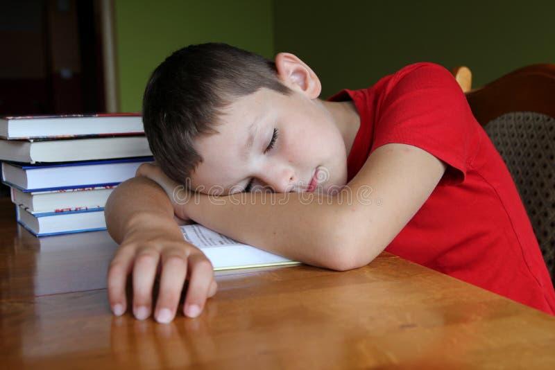 执行家庭作业疲倦对也是 免版税库存照片