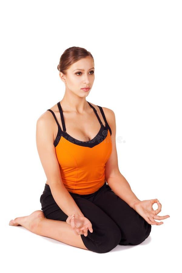 执行执行产前女子瑜伽 免版税图库摄影