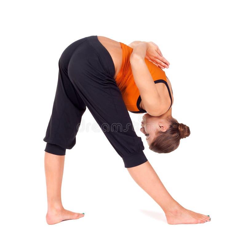 执行执行强烈的副舒展女子瑜伽 免版税库存照片