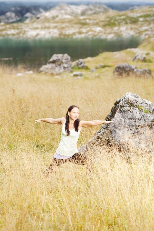 执行本质女子瑜伽 免版税库存照片