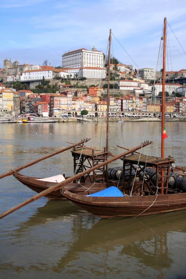 执行波尔图葡萄牙ribeira 免版税库存照片