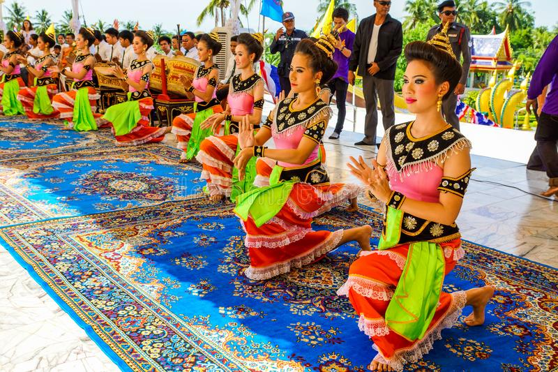 执行泰国传统文化跳舞的妇女舞蹈家 免版税库存图片