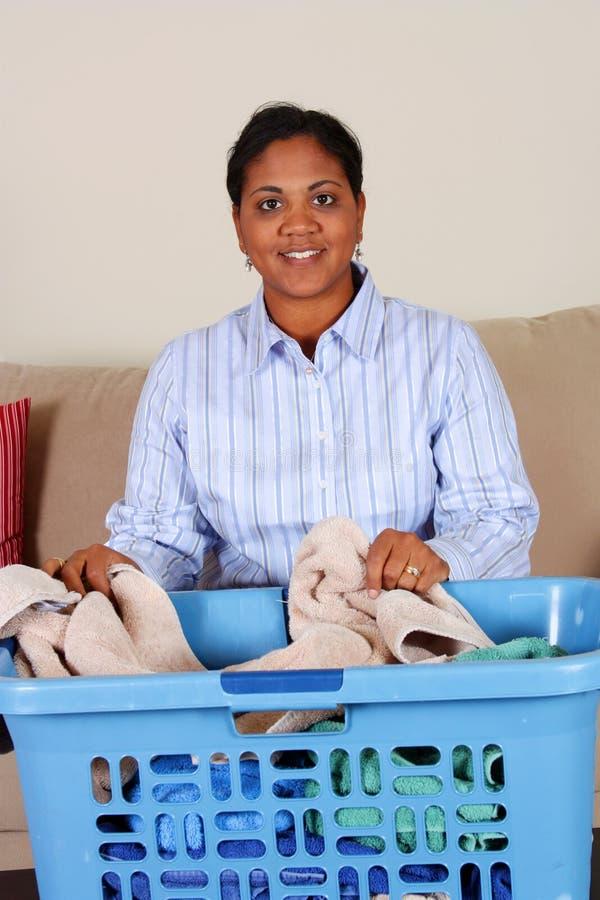 执行洗衣店妇女 免版税库存图片