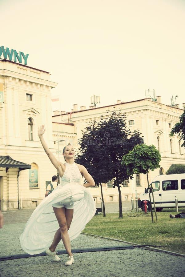 执行者,运动的波兰人,剧院,克拉科夫,波兰,2019年7月第32个街道节日  免版税图库摄影