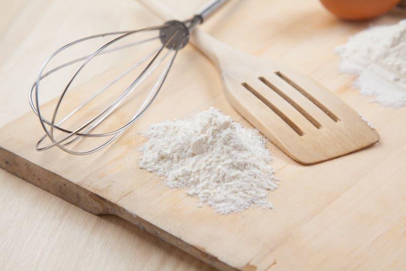 Download 扫和木器物用面粉 库存照片. 图片 包括有 传统, 烹调, 食物, 准备, 工具, 厨房, 面粉, 产品 - 30325548