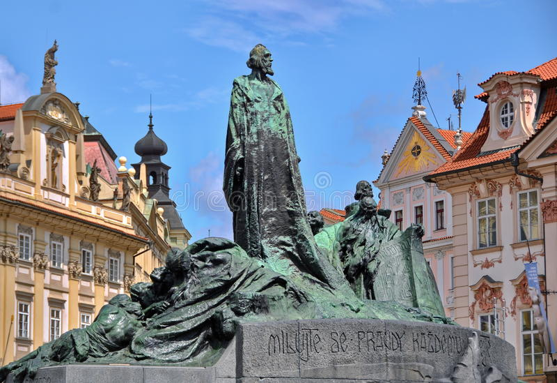扬・胡斯雕象在布拉格 免版税库存照片