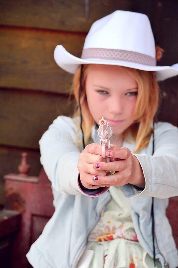 扮演牛仔的女孩 库存图片
