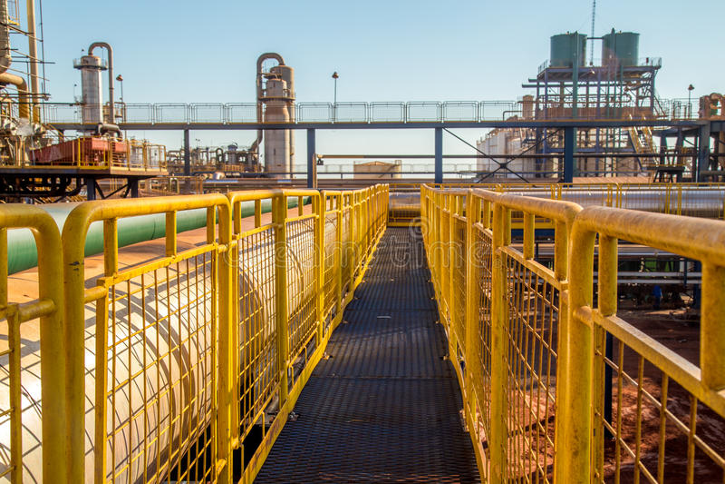 扶手栏杆工业黄色篱芭 图库摄影