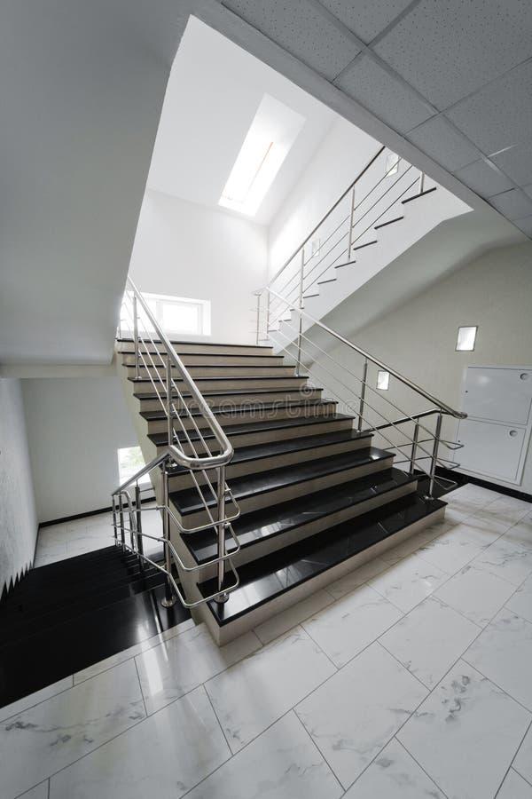 扶手栏杆楼梯钢 免版税库存照片