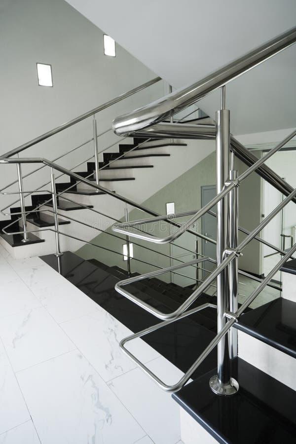 扶手栏杆楼梯钢 免版税库存图片