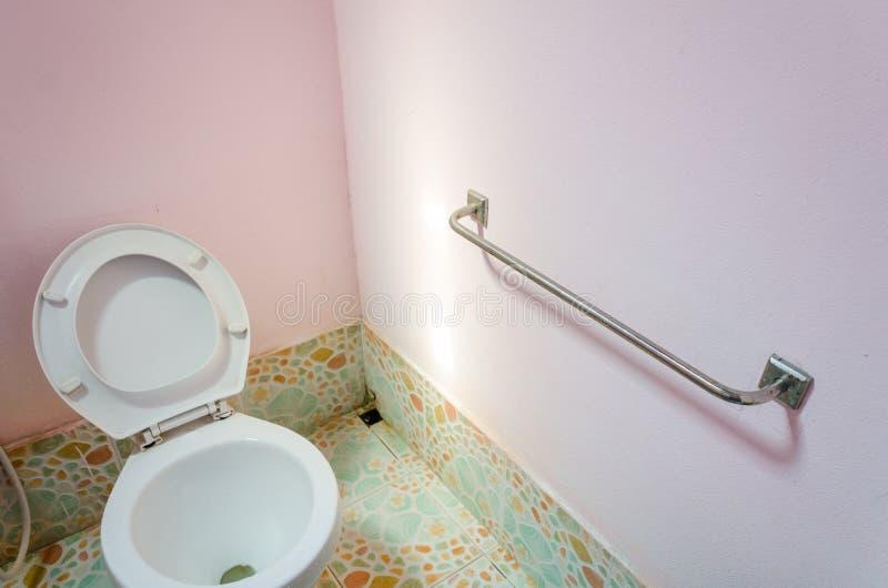 扶手栏杆被设定对卫生间门 免版税库存照片