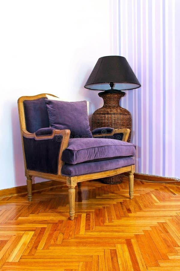 扶手椅子紫色 免版税库存照片