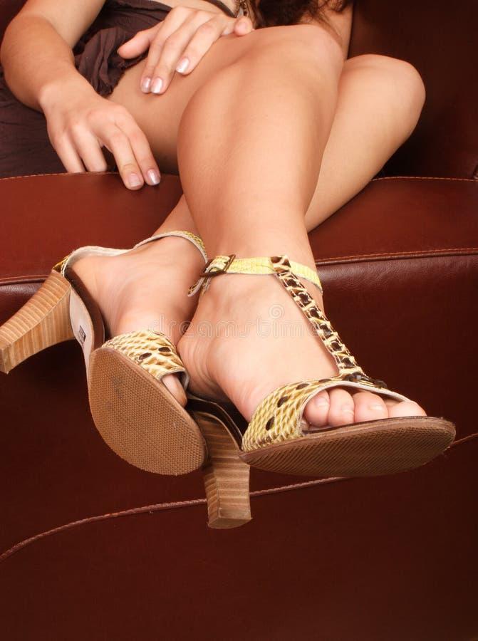 扶手椅子高小山皮革行程s妇女 免版税库存照片