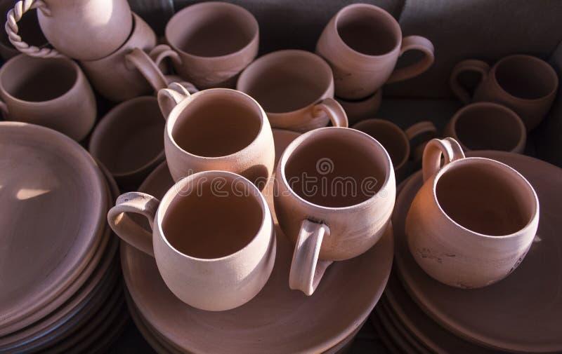 批的特写镜头射击从黏土的传统土耳其咖啡手工制造杯子设计 免版税图库摄影