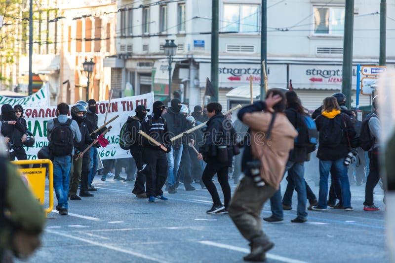 寻找新的最大安全监狱的废止的左派分子和无政府主义者小组,发生冲突与防暴警察 库存图片