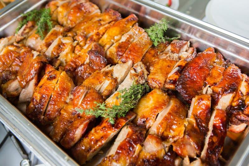 承办酒席食物婚礼事件表 在婚礼的自助餐线 可口开胃菜特写镜头 图库摄影
