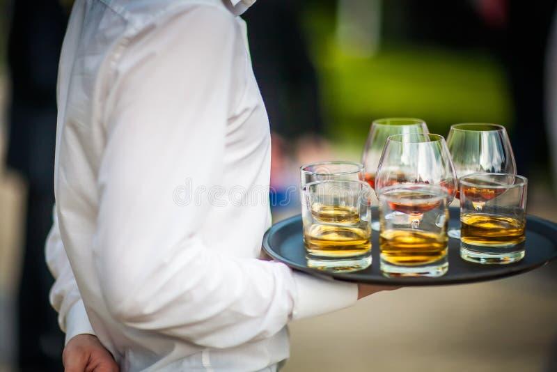 承办宴席鲜美食品和的饮料(科涅克白兰地和威士忌酒) 免版税库存照片