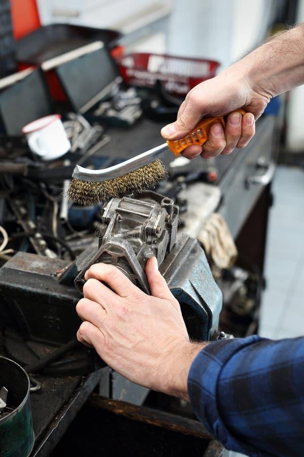 技工在车间 免版税图库摄影