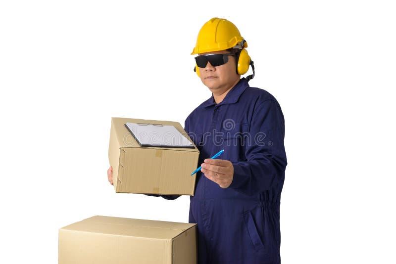技工连衫裤或送货人运载的小包和提出的工作者接受在白色隔绝的顾客的形式 库存照片