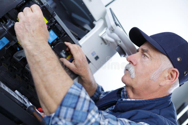 技术员人开头影印机在办公室 库存照片